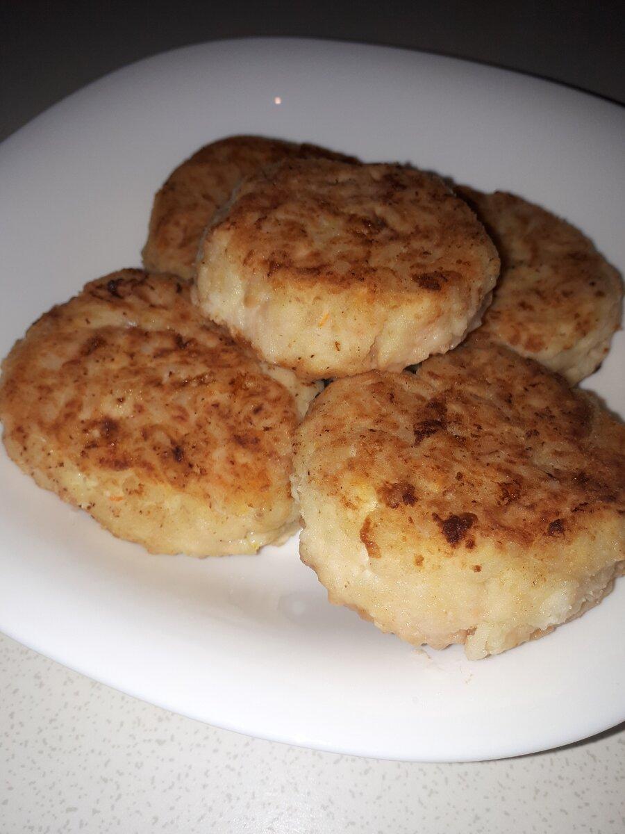 Открыла для себя новый рецепт. Сочные куриные котлеты с кабачком и рисом
