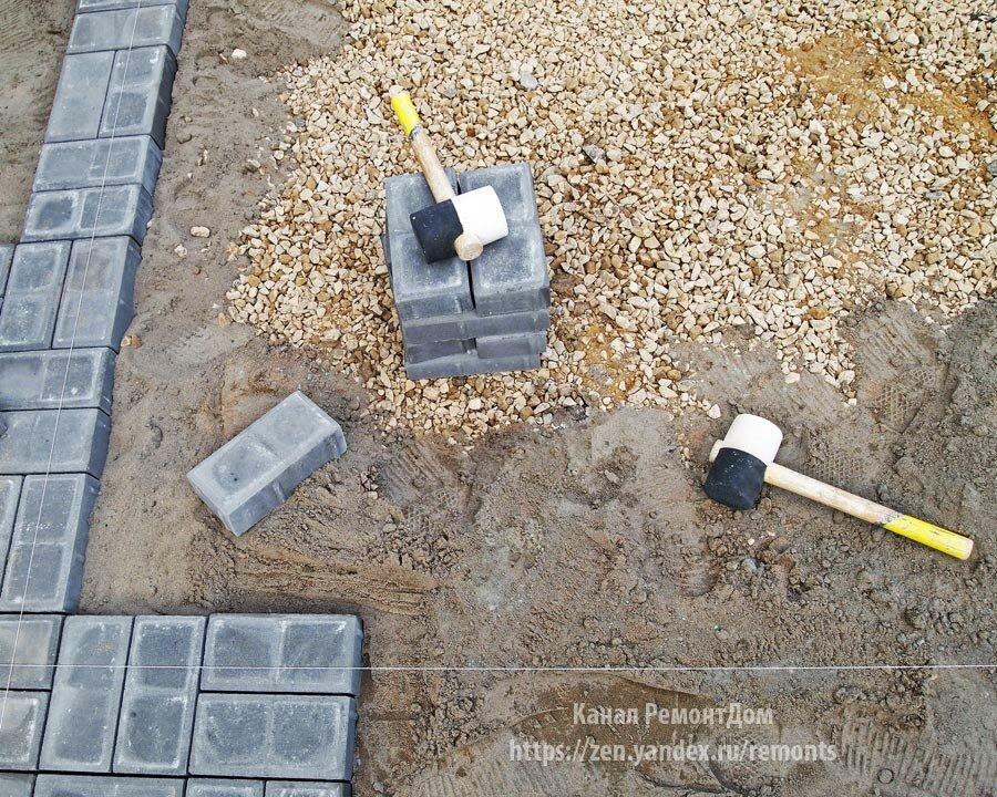 Нельзя класть плитку на песок. Укладка брусчатки по-новому (дешевле песка и сорняки между плиткой не растут)