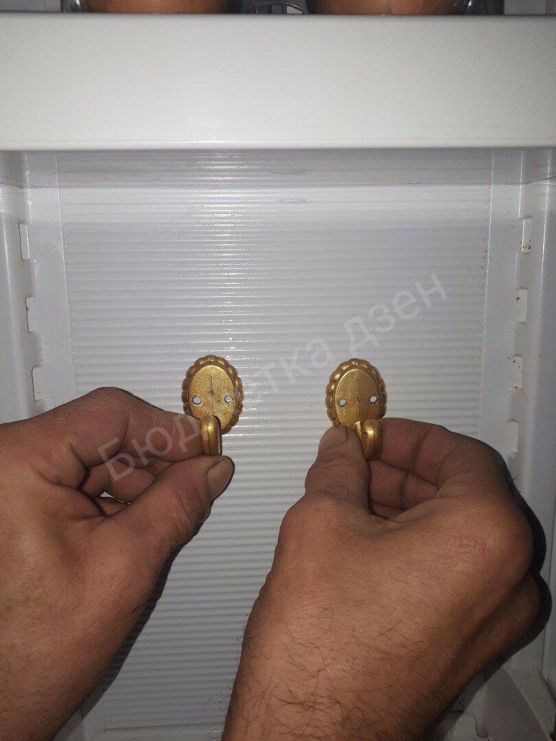 Попросила мужа приделать крючки в холодильнике. Показываю для чего они мне в нем