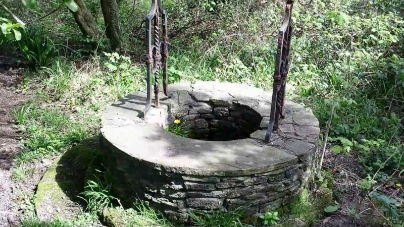 Вода в колодце. Иллюстрация из открытых источников