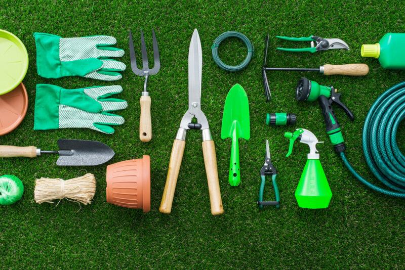 Садовые инструменты. Иллюстрация для статьи используется по стандартной лицензии ©life-hacky.ru