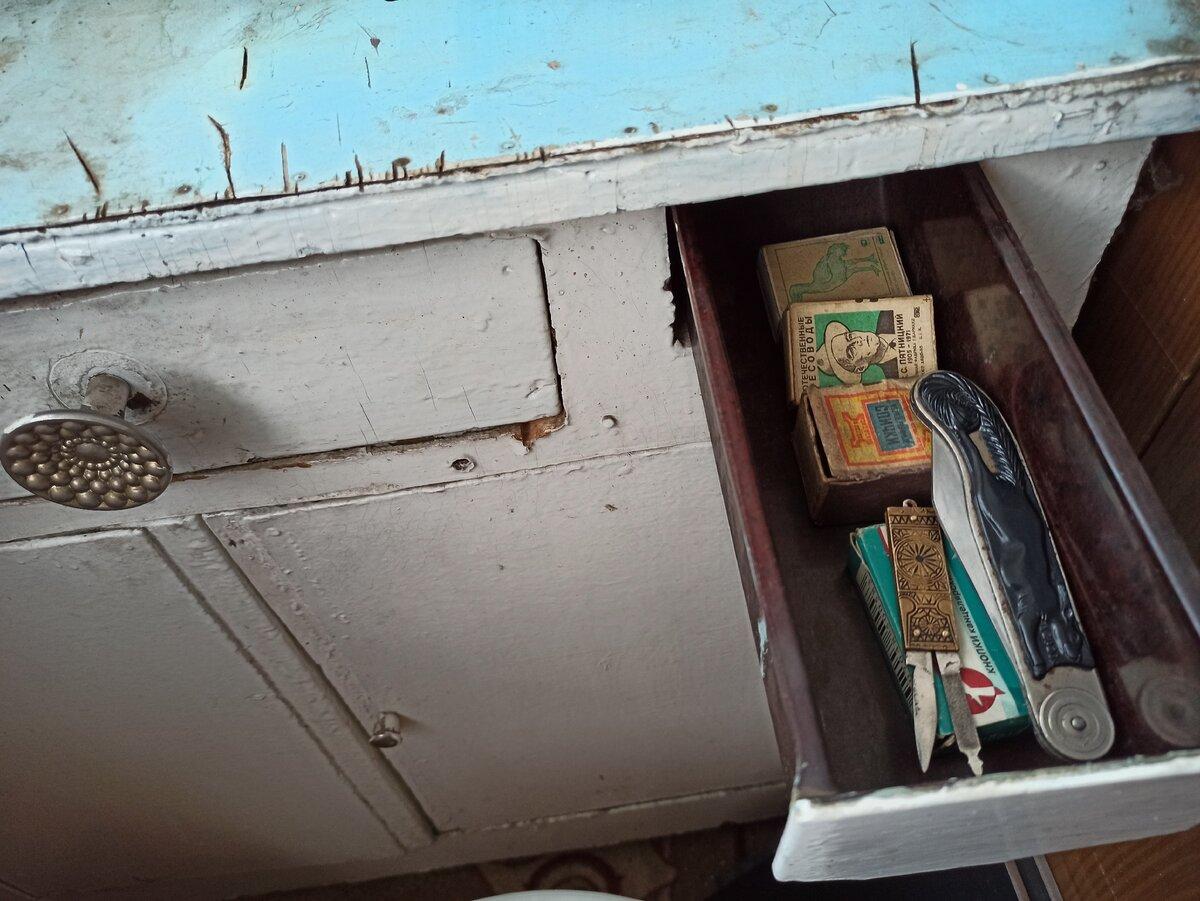 Старый комод с потайным ящиком и ножами из СССР