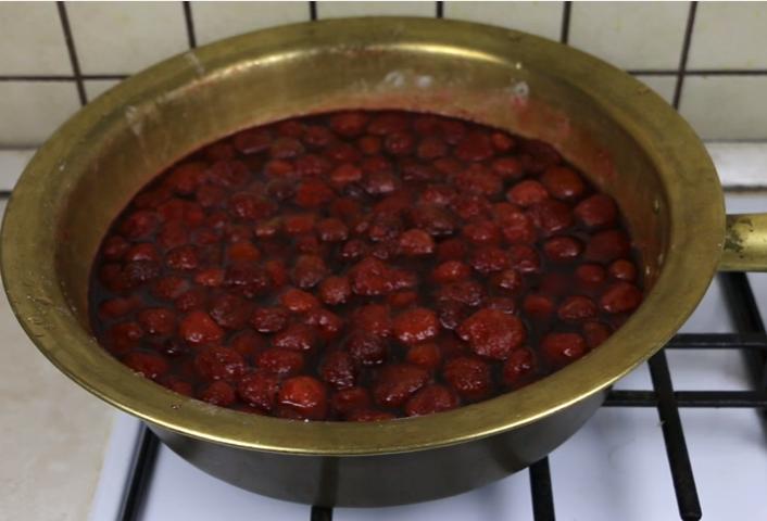 Готовим клубничное варенье на зиму — лучшие пошаговые рецепты варенья из клубники