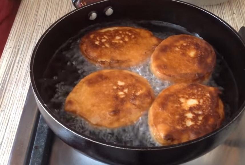 Оладьи на сметане. Готовим пышные оладушки по вкусным рецептам