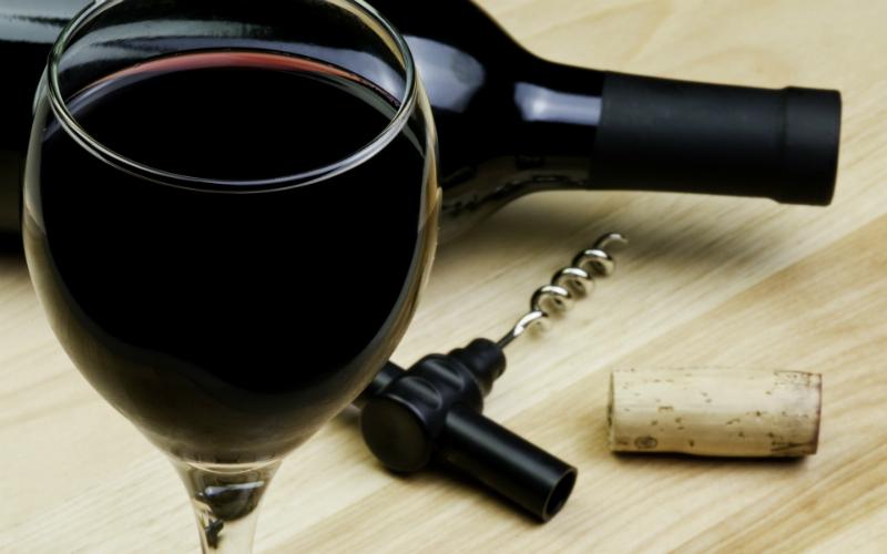 Простой тест, который поможет выбрать качественное вино. Недорогое и натуральное! Помог мне, поможет и тебе.