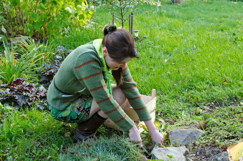 Борьба с сорняками. Иллюстрация для статьи используется по стандартной лицензии ©life-hacky.ru