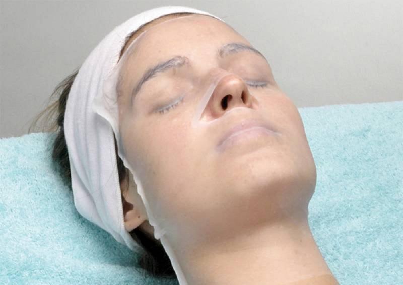 Подогреваю это средство, наношу на лицо и покрываю пленкой. 20 минут, и я снова как девочка! Божественная маска.
