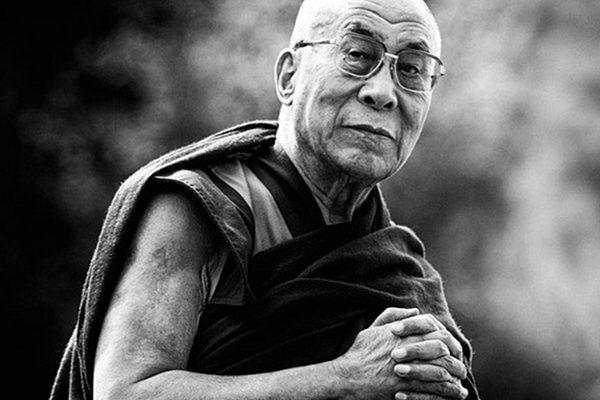 Далай-ламу спросили, что его больше всего удивляет (ответ заставляет остановиться и задуматься)