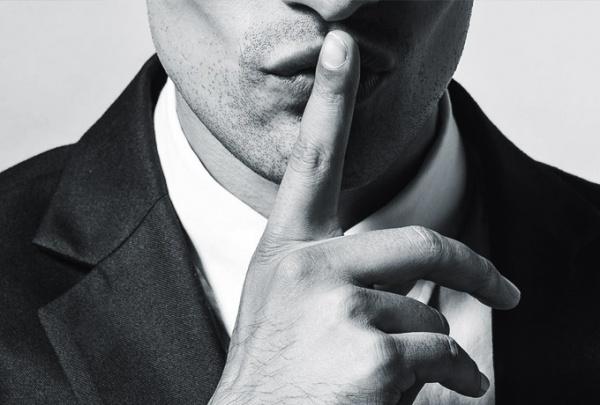 Эмоционально недоступный мужчина: почему мы выбираем таких партнеров и как это изменить
